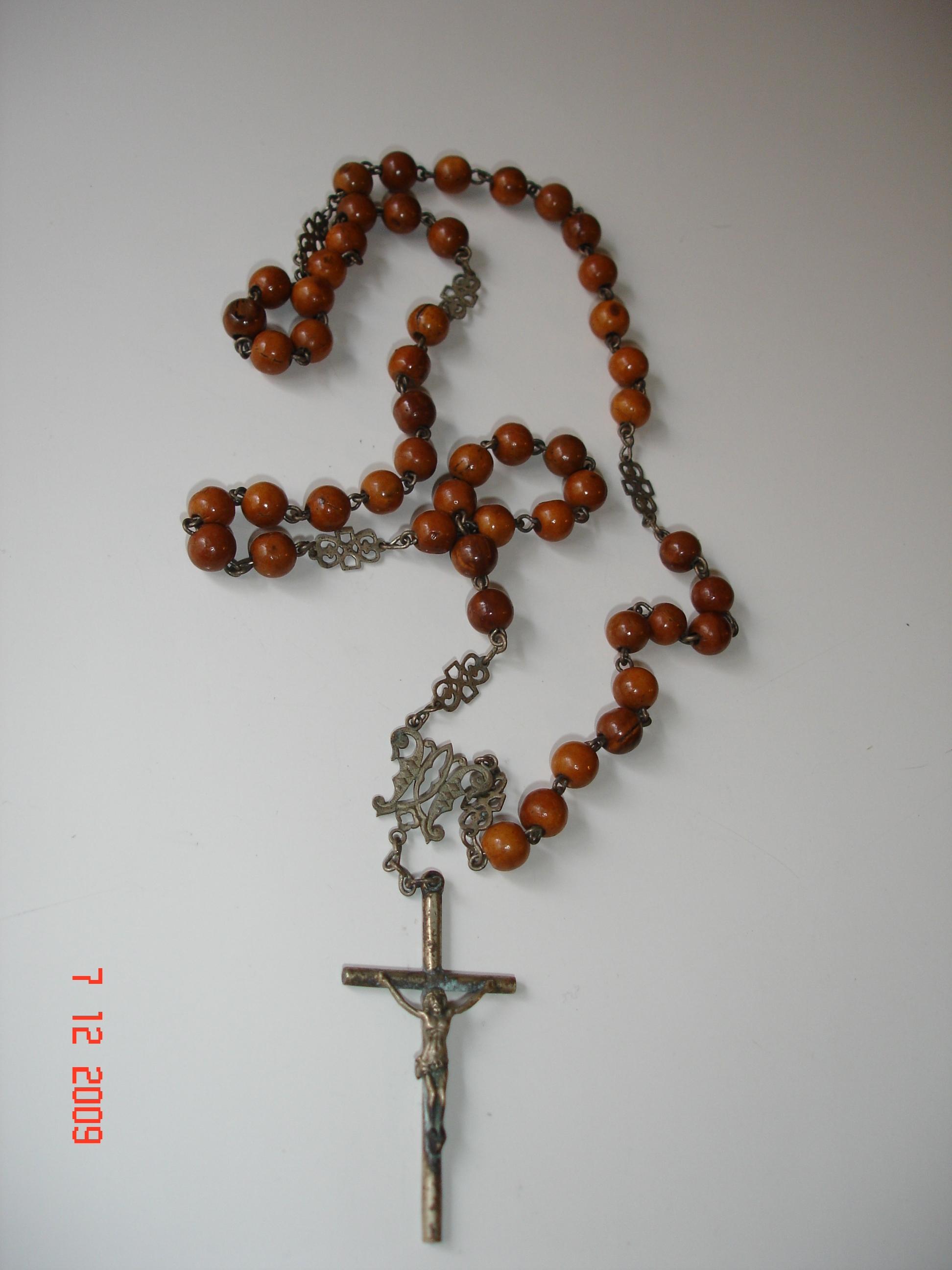 Rosarios una corona de rosas para mar a el for Como limpiar un rosario de plata