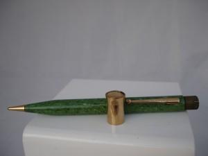 Portaminas Titan acabado en celuloide verde jade y con el top extraíble bañado en oro