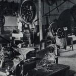 Taller central de la factoría de máquinas de liar cigarrillos Victoria