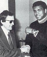 El campeón del mundo de los pesos pesados, Muhamed Ali, con el Certina Diamaster. Fuente: www.certina.com