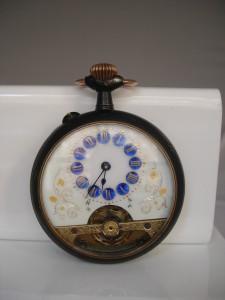 Relojbolsillo8diashierropavonadoydecoradoesferablancaazul