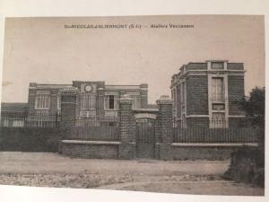 Fachada de la factoría de ladrillo de la compañía francesa Vaucanson. Fuente: Museo de Relojería de Saint-Nicolas-d'Aliermont