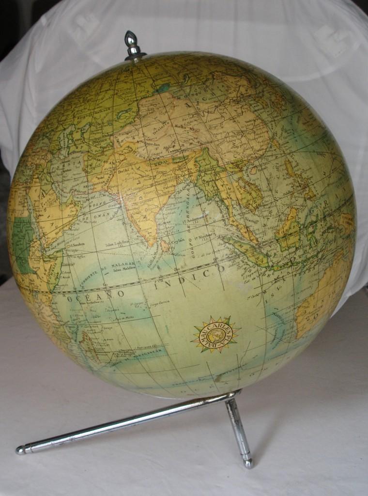 Enorme esfera terrestre de la casa Dalmau