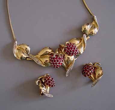 Collar y colgante de Ralph De Rosa. Fuente: www.morninggloryjewelry.com