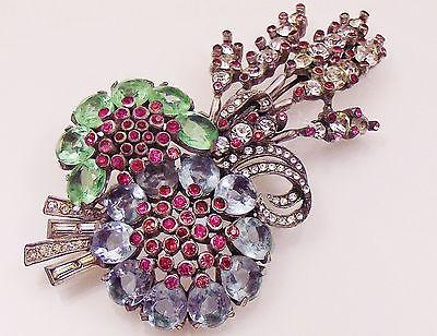 Broche realizado por la empresa de los Hermanos Peninno. Fuente: www.ebay.com