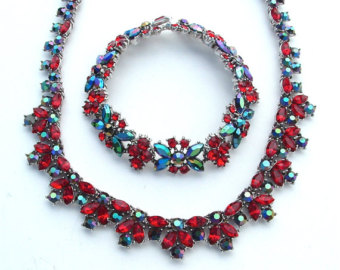 Set de collar y pulsera de Trifari. Fuente: www.pinterest.com