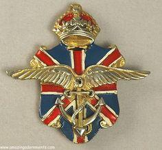 Clip del Cuerpo de Ambulancias realizado por Victor Silson. Años 40. Fuente: www.pinterest.com