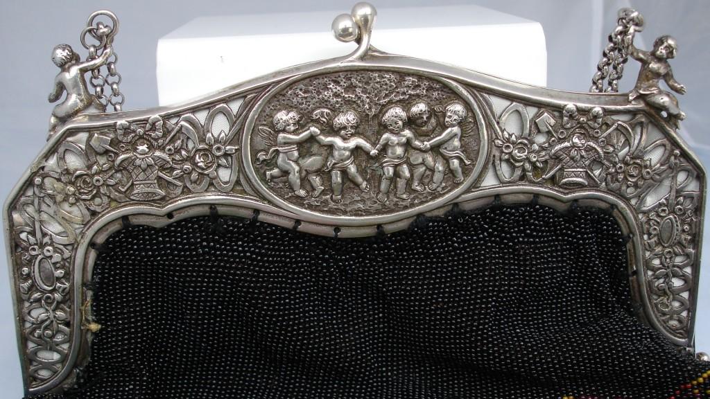 Boquilla de un bolso de plata manufacturado en Bohemia a finales del siglo XIX