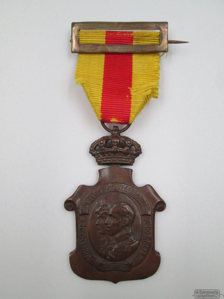 MEDALLA ALFONSO XIII. HOMENAJE DE LOS AYUNTAMIENTOS. 1925. BRONCE