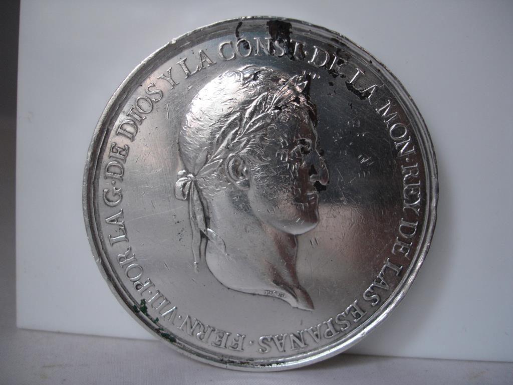 PROMULGACIÓN DE LA CONSTITUCIÓN DE CÁDIZ. 1812. PLATA. FERNANDO VII, medallista español Félix Sagau y Dalmau.